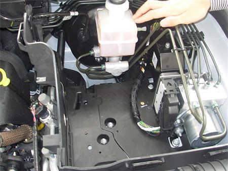缺陷情况:当发动机关闭时,真空泵内的单向阀不能完全密封,这使得图片